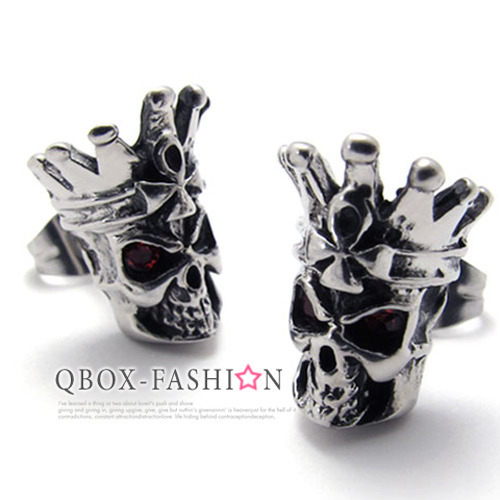《 QBOX 》FASHION 飾品【W10020335】精緻個性皇冠骷髏頭鑄造插式316L鈦鋼耳環(防過敏)